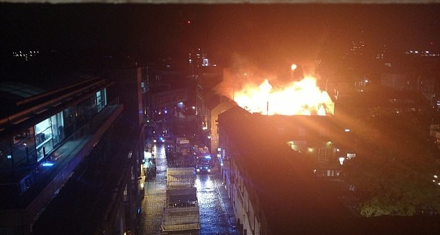 تصاویر | آتشسوزی مهیب در مرکز خرید توریستی لندن