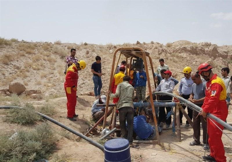 سقوط ۶۰ متری کارگر به چاهی در معدن شن و ماسه پیشوا/ عکس