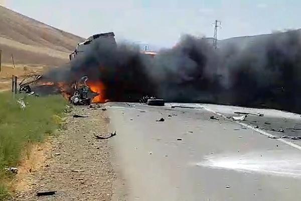 فیلم | تصادف شدید پژو ۲۰۶ با تریلی در سه راهی خروسلو
