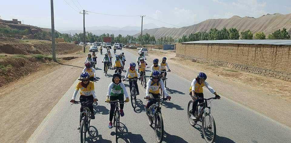 عکس   دوچرخهسواری دختران افغان برای مبارزه با موادمخدر
