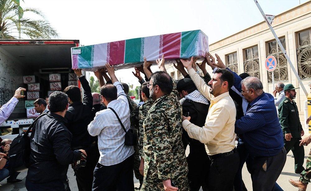 تصاویر | ورود پیکر ۱۸ شهید گمنام دفاع مقدس از طریق فرودگاه اهواز