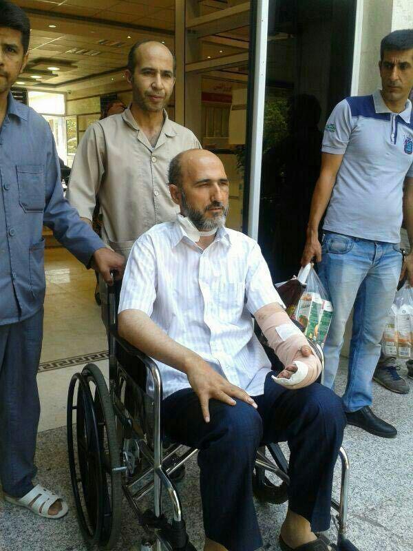 عکس   لحظه ترخیص روحانی حادثه متروی شهرری از بیمارستان