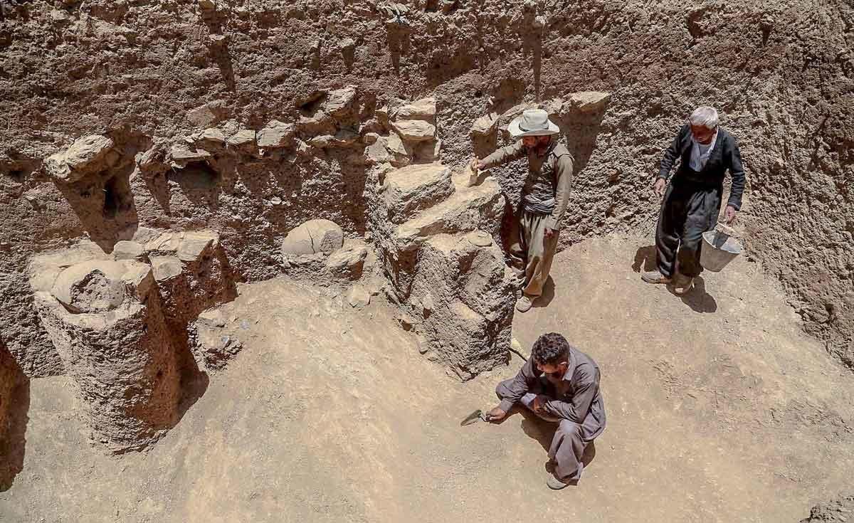 تصاویر | کند و کاو در گورهای ۲۴۰۰ ساله