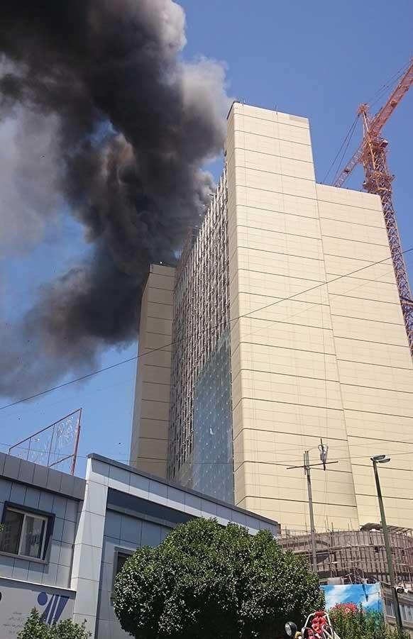 تصاویر | آتشسوزی هتل ۲۰ طبقه در مشهد