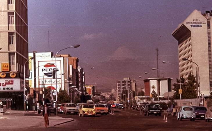 عکس | نمای قله دماوند از خیابان فاطمی در سال ۱۳۵۰