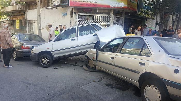 تصاویر | تصادف عجیب ۵ خودرو در تهرانپارس