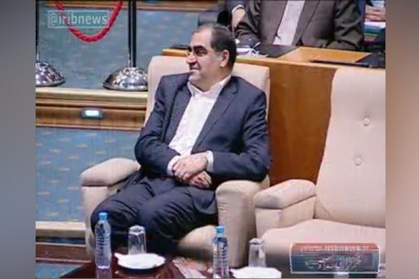 فیلم | شوخی لاریجانی با وزیر بهداشت: به خاطر جراحیهای شما وضع سیاسی کشور اینطور است!