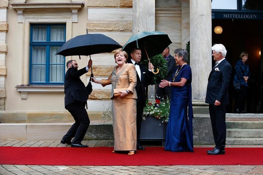 عکس | حضور متفاوت آنگلا مرکل با دامن در مراسم افتتاح یک سالن اپرا