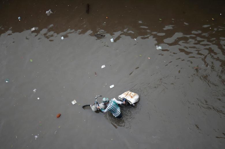 تصاویر | وضعیت مردم هند در فصل بارانهای موسمی | ۶۰۰ نفر کشته شدند