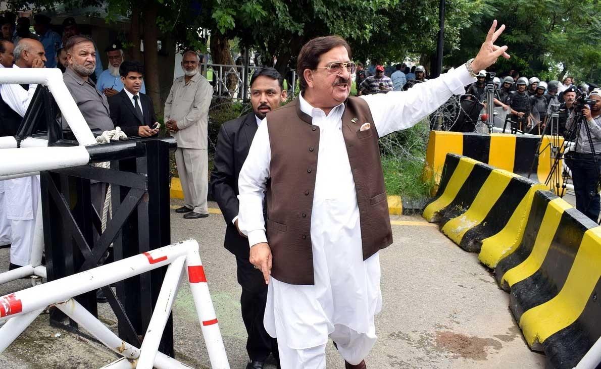 تصاویر | پایان نواز شریف | از شادمانی مردم تا تدابیر شدید امنیتی در پاکستان