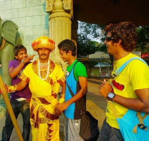 تصاویر | مرد مجسمهای در هند | حقوق گرفتن برای تکان نخوردن