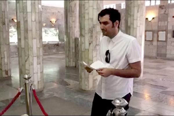 فیلم | آواز اعتراضآمیز حافظ ناظری در آرامگاه فردوسی