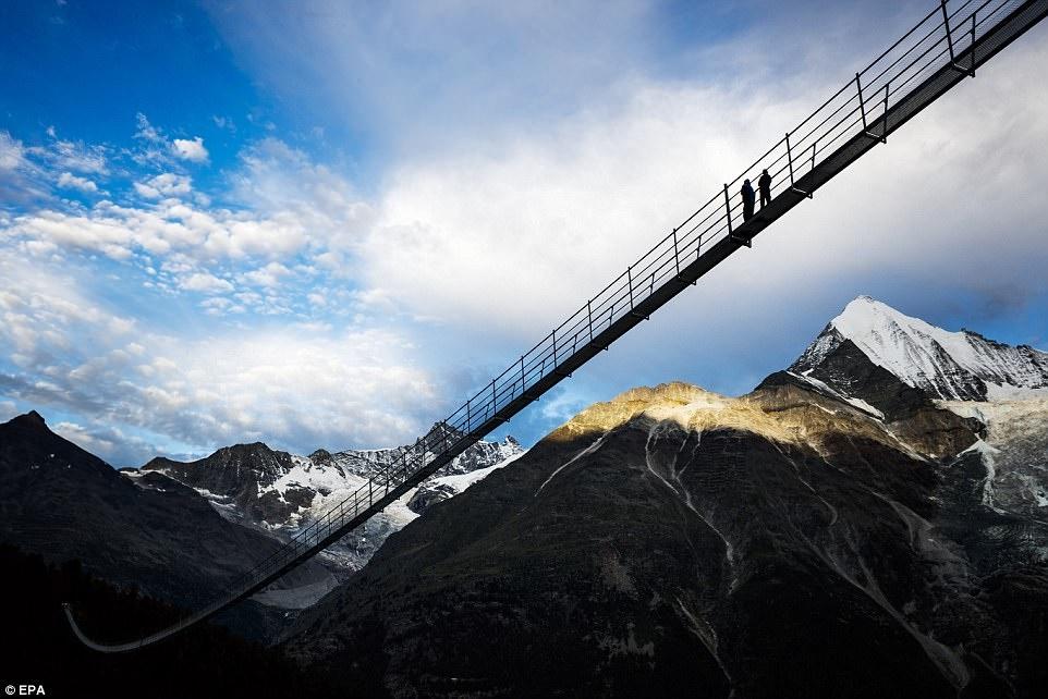 تصاویر | طولانیترین پل معلق جهان در سوئیس