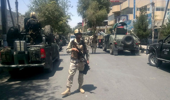 تصاویر | ۴ انفجار پیاپی در کابل | درگیری مهاجمان مسلح با ماموران سفارت عراق