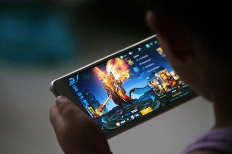 کاربران چینی زیر ۱۲ سال فقط یک ساعت در روز حق گیم بازی با موبایل دارند
