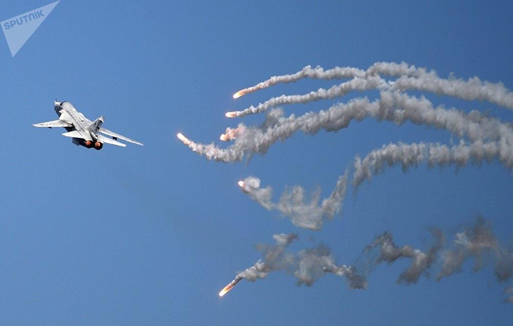 تصاویر | تولد ۵۰ سالگی هواپیمای تهاجمی سوخو ۲۴