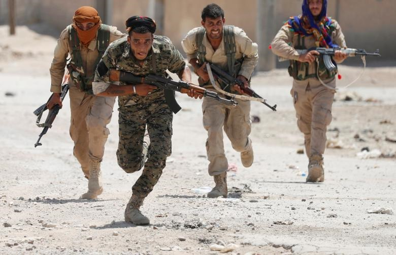 تصاویر | حلقه تنگ محاصره نیروهای داعشی در رقه سوریه
