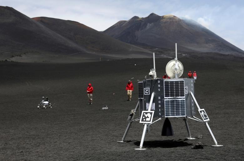تصاویر | آزمایش روباتهای فضایی در مکانی شبیه فضا