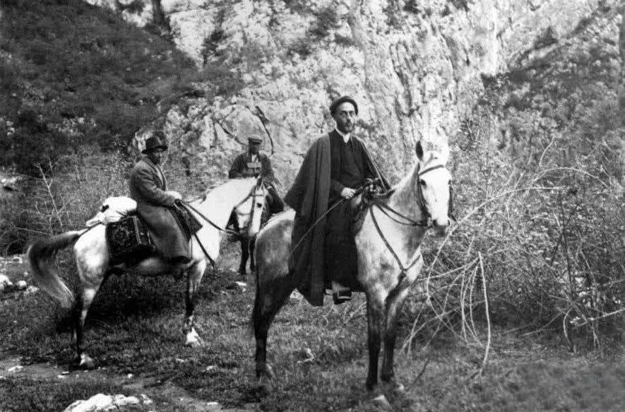 عکس | تصویر کمتر دیده شده از علامه طباطبایی سوار بر اسب