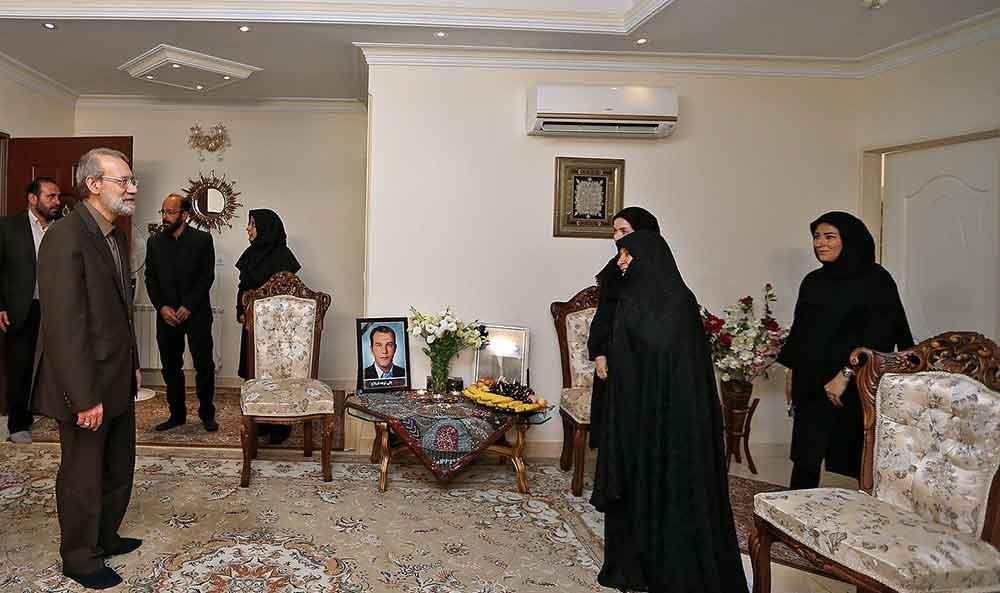 تصاویر  | دیدار رئیس مجلس با خانواده شهدای حادثه تروریستی مجلس