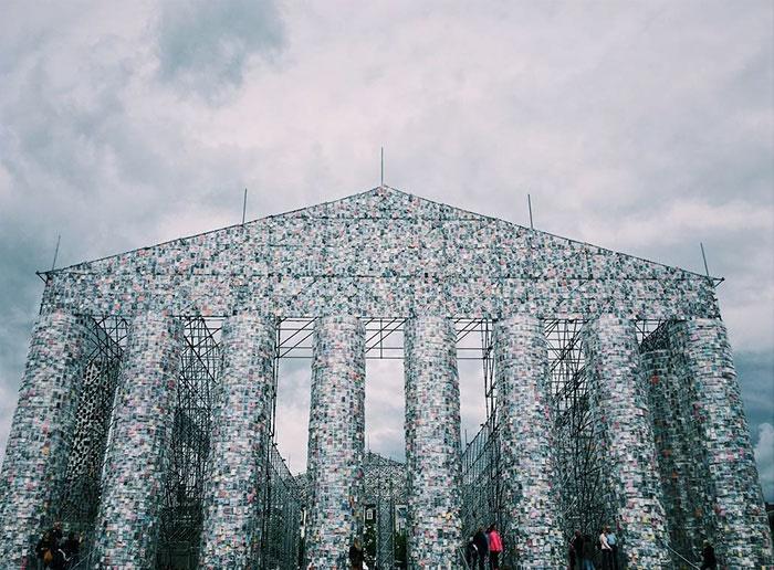 تصاویر | ساخت بنای تاریخی پارتنون با ۱۰۰ هزار کتاب ممنوعه