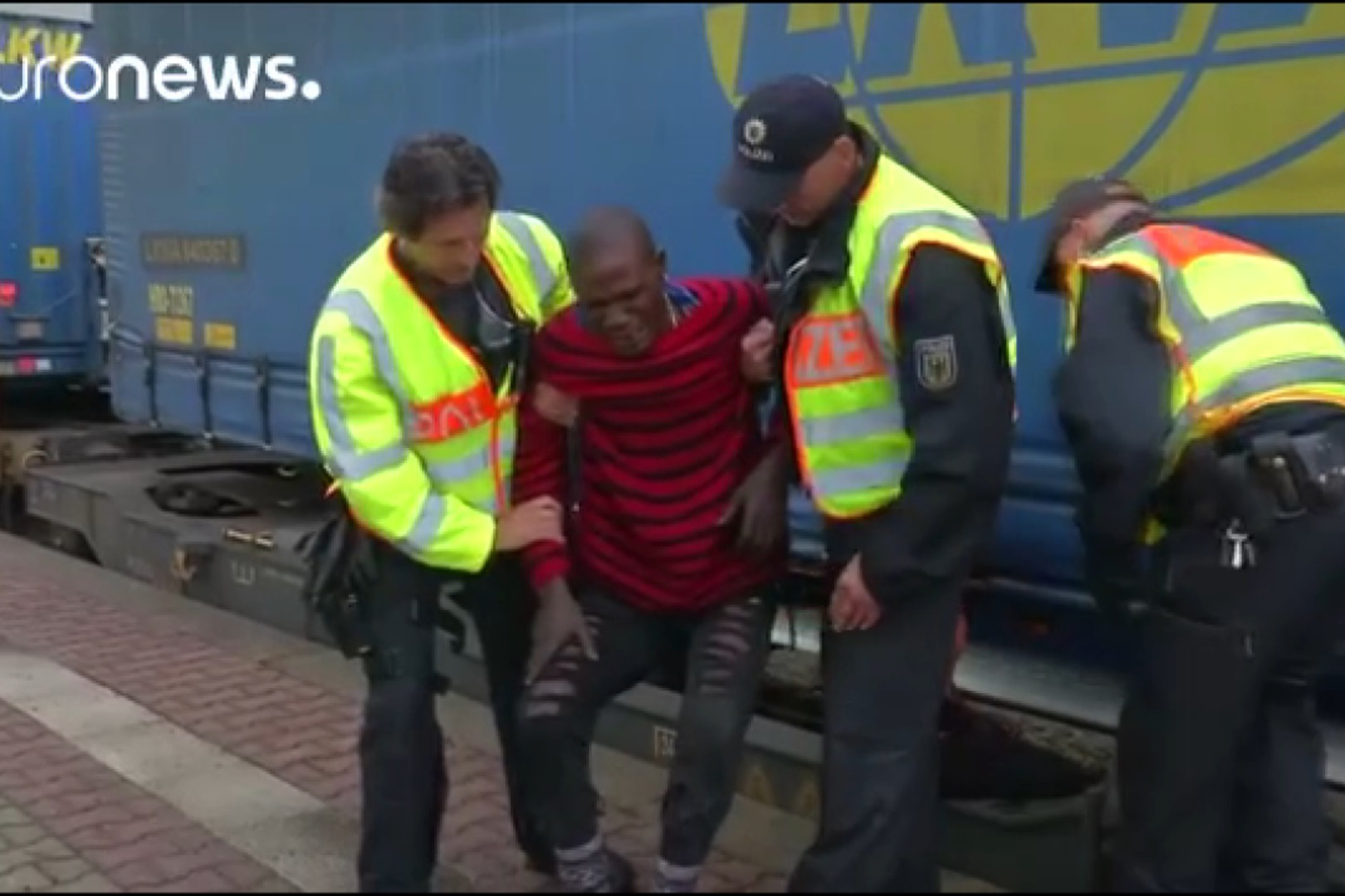 فیلم | پیدا کردن مهاجران غیرقانونی از زیر قطار باری با دوربین مجهز به دماسنج