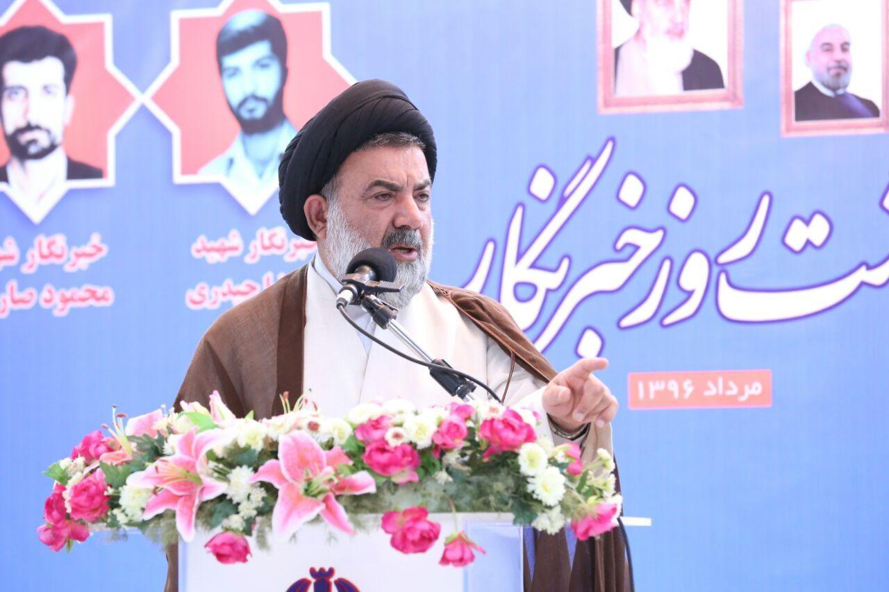 نماینده ولی فقیه در استان: خبرنگاران بازوی توانمند مدیران و عامل پیشرفت هر استان هستند