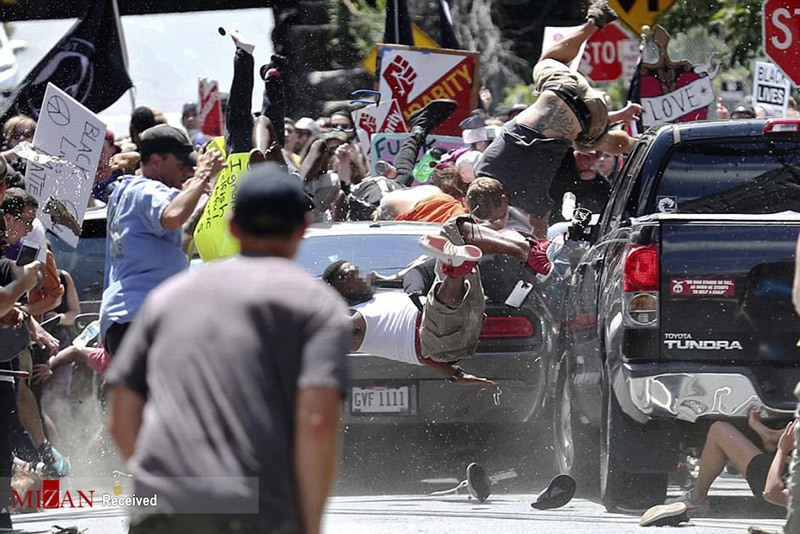 تصاویر | ورود یک خودرو به صف تظاهرکنندگان علیه نژادپرستی در آمریکا
