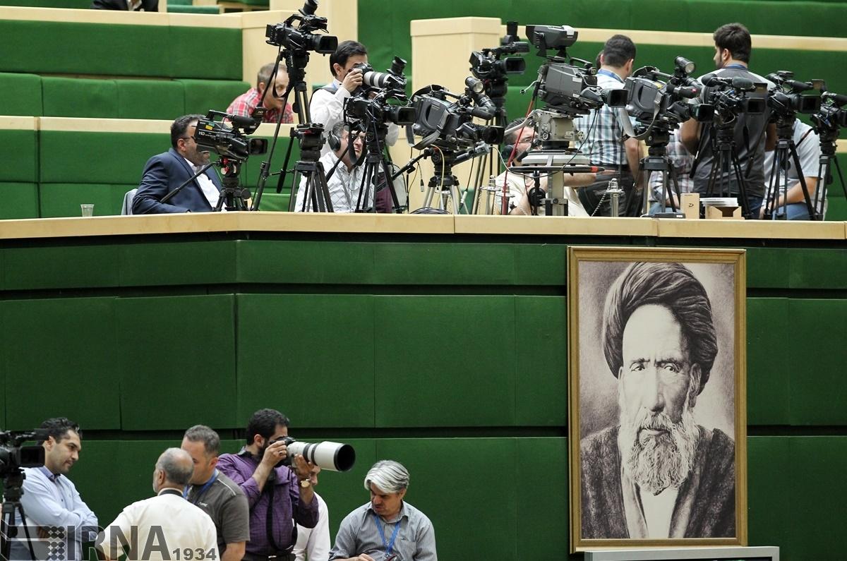 تصاویر   در حاشیه نخستین روز جلسه رای اعتماد کابینه دولت دوازدهم