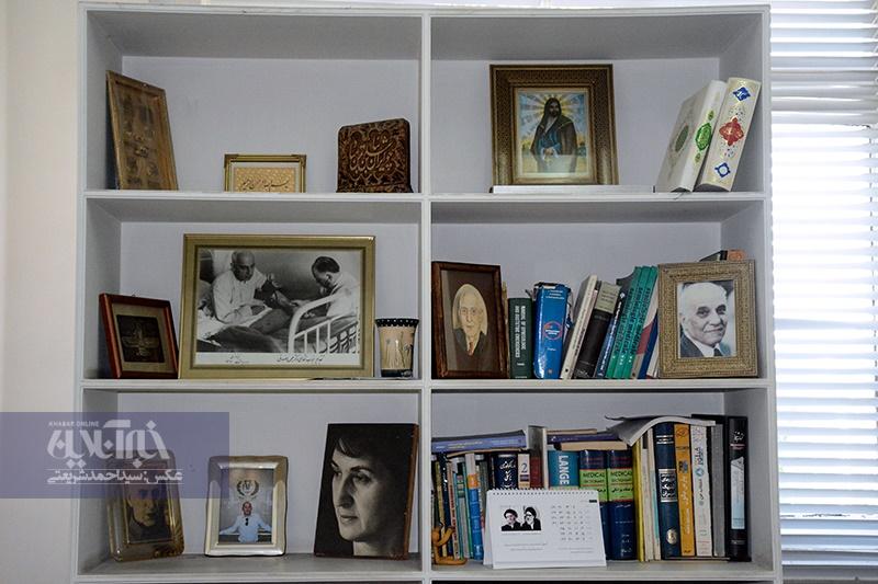 تصاویر | گشتی در اتاق کار نوه دکتر مصدق