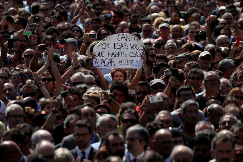 تصاویر | یک دقیقه سکوت مردم اسپانیا به احترام قربانیان حملات تروریستی