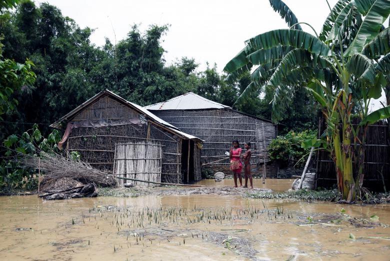 تصاویر | باران و سیل مرگبار در جنوب آسیا