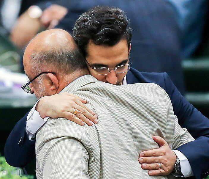 روبوسی قاضی پور نماینده ارومیه با وزیر پیشنهادی وزارت فناوری و ارتباطات