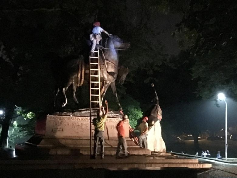تصاویر | پوشاندن مجسمههای دوران بردهداری در آمریکا