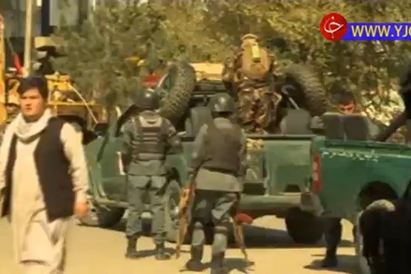 فیلم | حمله انتحاری در بین نمازگزاران افغانستانی