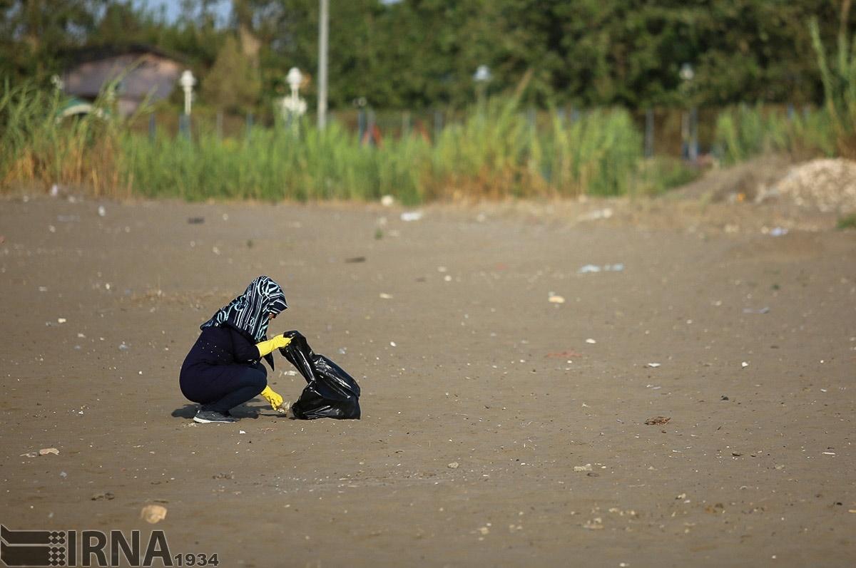 تصاویر | پاکسازی ساحل دریای خزر به یاد نلسون ماندلا!