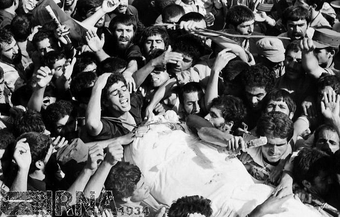 تصاویر | ۹ شهریور ۱۳۶۰؛ تشییع و خاکسپاری پیکر شهیدان رجایی و باهنر