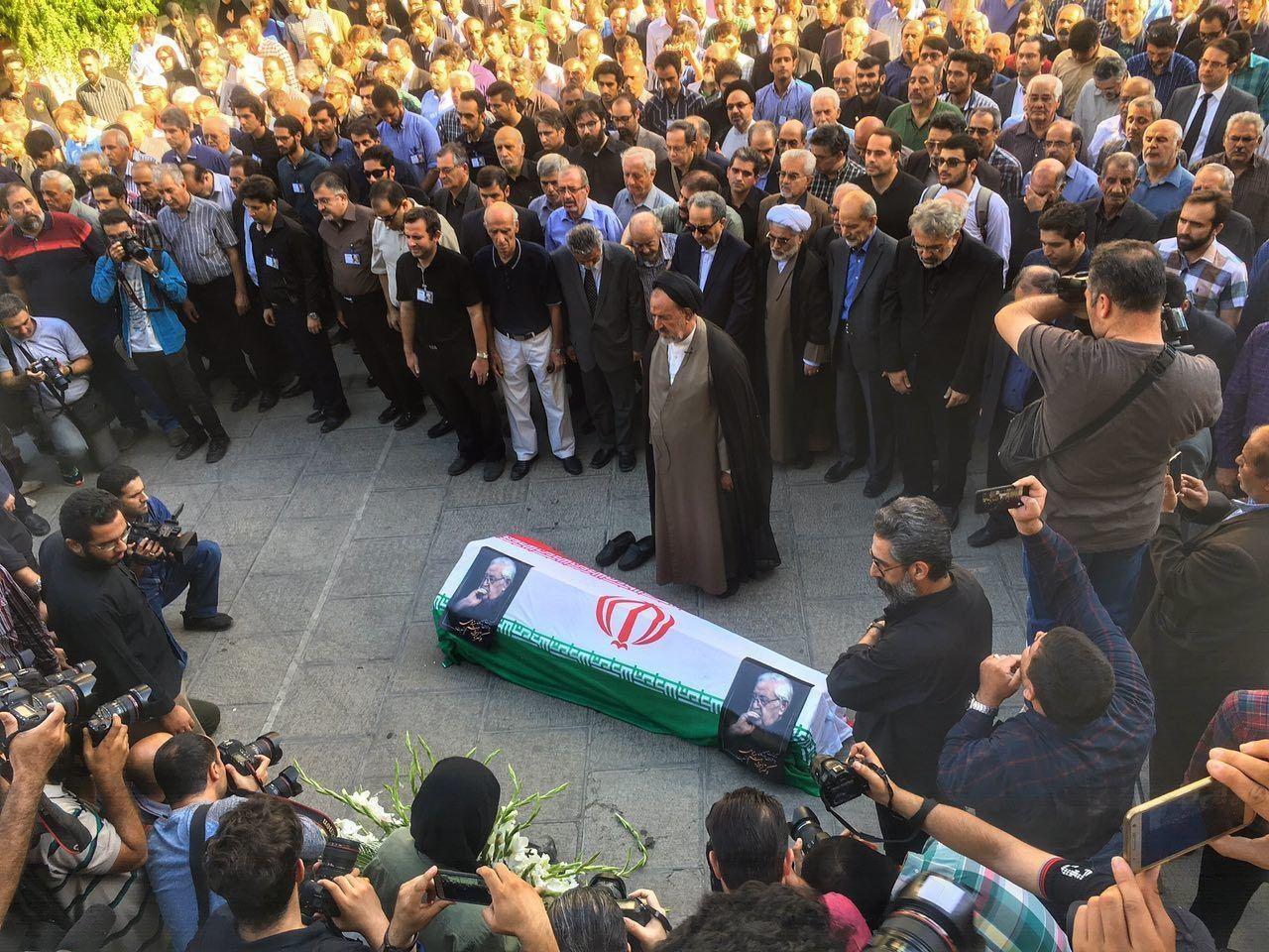 وداع با ابراهیم یزدی/ دعایی بر پیکر سیاستمدار کلاسیک نماز خواند