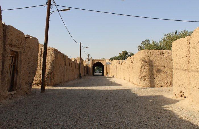 زندگی ٣٠خانواده مهاجر افغان در قلعه تاریخی «دهشاد» شهریار/٢٠٠ تومان اجاره هر خانه تاریخی