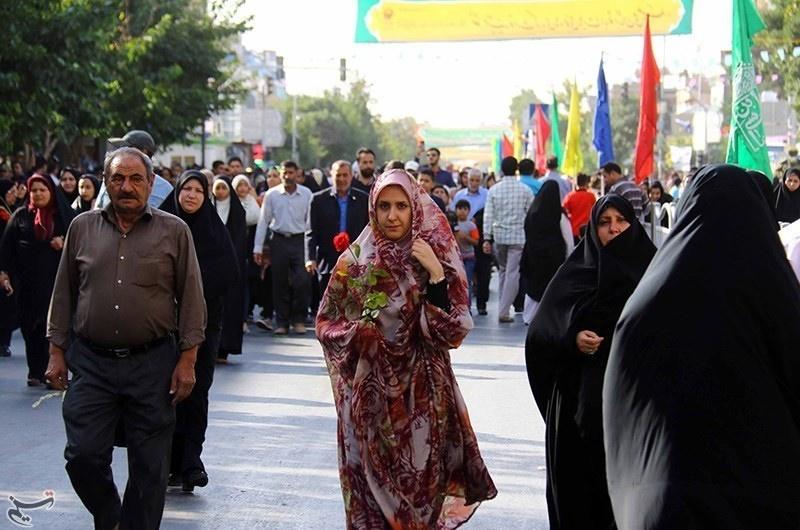 تصاویر | گلباران حرم به دست زائران امام رضا(ع)