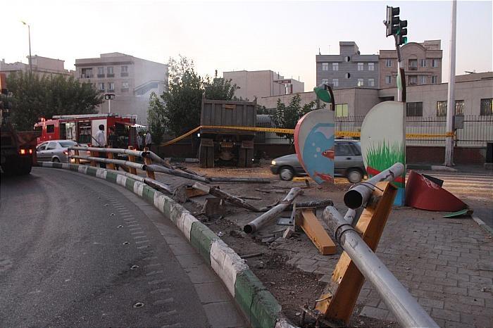 تصاویر | تصادف شدید کامیون ۲۸تنی با دیوار یک ساختمان در تهران