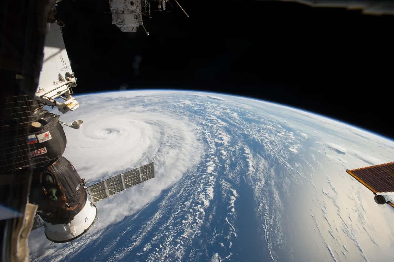 عکس خارقالعاده توفان روی زمین از ایستگاه فضایی