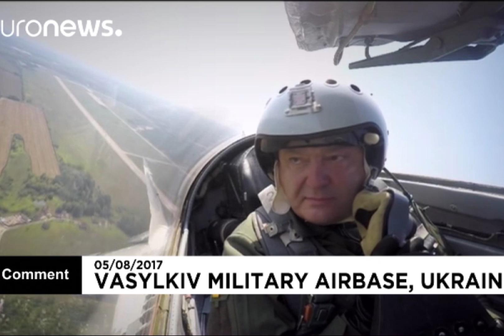 فیلم | پرواز رئیس جمهور اوکراین با جت جنگی در روز نیروی هوایی