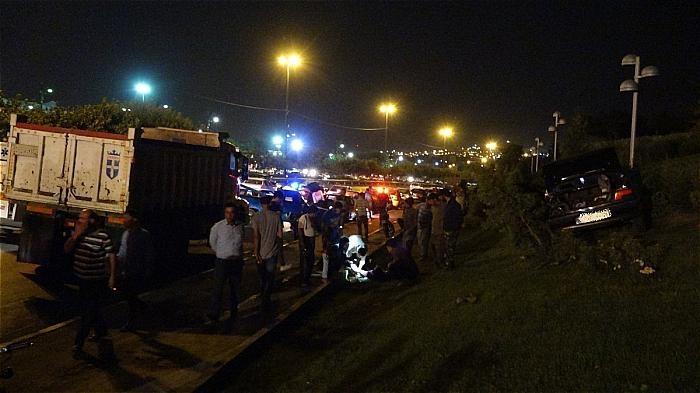 تصاویر | تصادف شدید کامیون با ۲ پژو ۴۰۵، ریو و پراید