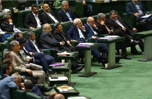 پسلرزه توهین به مرد هستهای در مجلس/گعدههای نمایندگان با وزرای پیشنهادی/روبوسی بعد از مخالفت