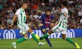 برد مهم بارسلونا در شبی که مسی سه بار توپ را به تیر دروازه زد