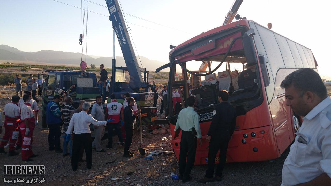 تصاویر | واژگونی مرگبار اتوبوس دختران دانشآموز در داراب