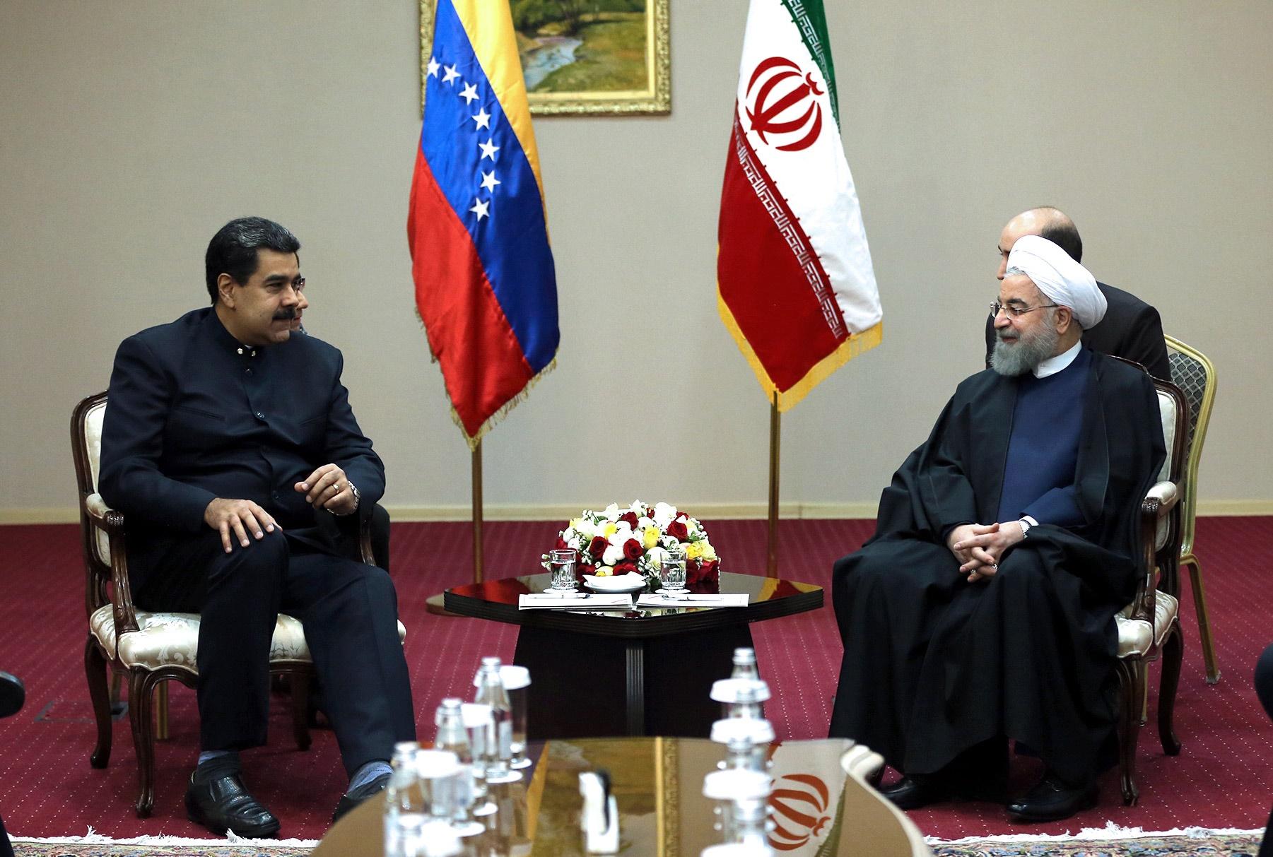 تصاویر | ملاقات روحانی با همتای ونزوئلاییاش در آستانه