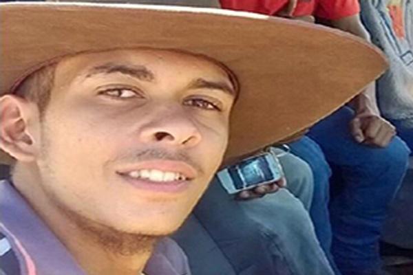 فیلم | جوان برزیلی زیر دست و پای گاو جان داد