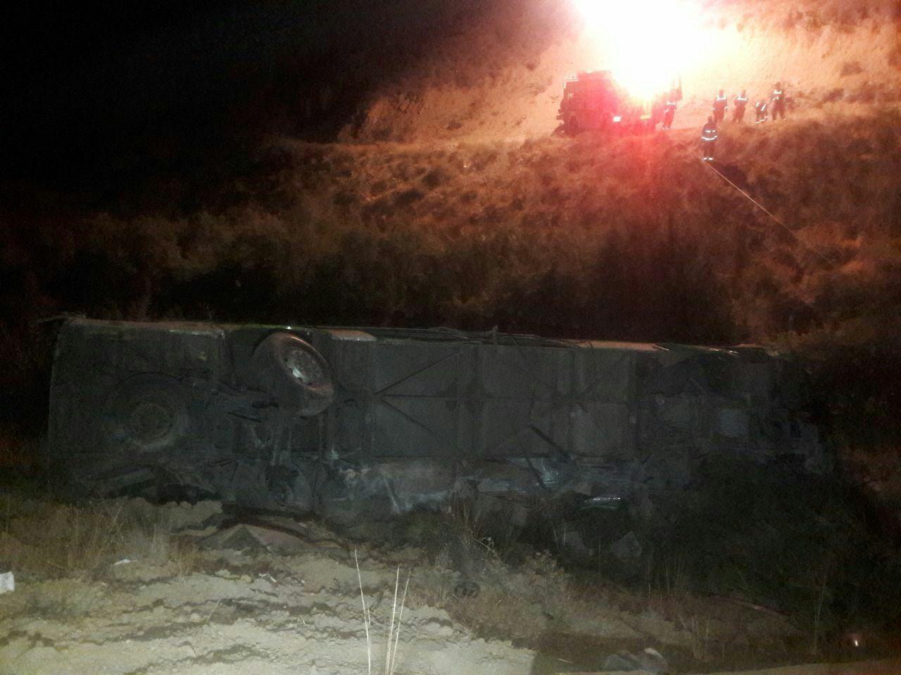 تصاویر | سقوط اتوبوس مسافربری به دره جاجرود با ۱۱ کشته و ۲۷ زخمی